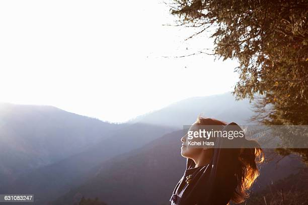 woman relaxed in the mountain - 里山 ストックフォトと画像