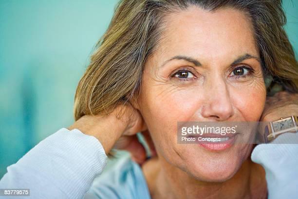 """frau entspannung zu hause """"marseille, frankreich - 65 69 jahre stock-fotos und bilder"""