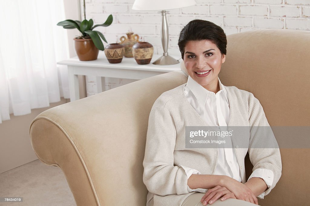 Woman relaxing on couch : Stockfoto