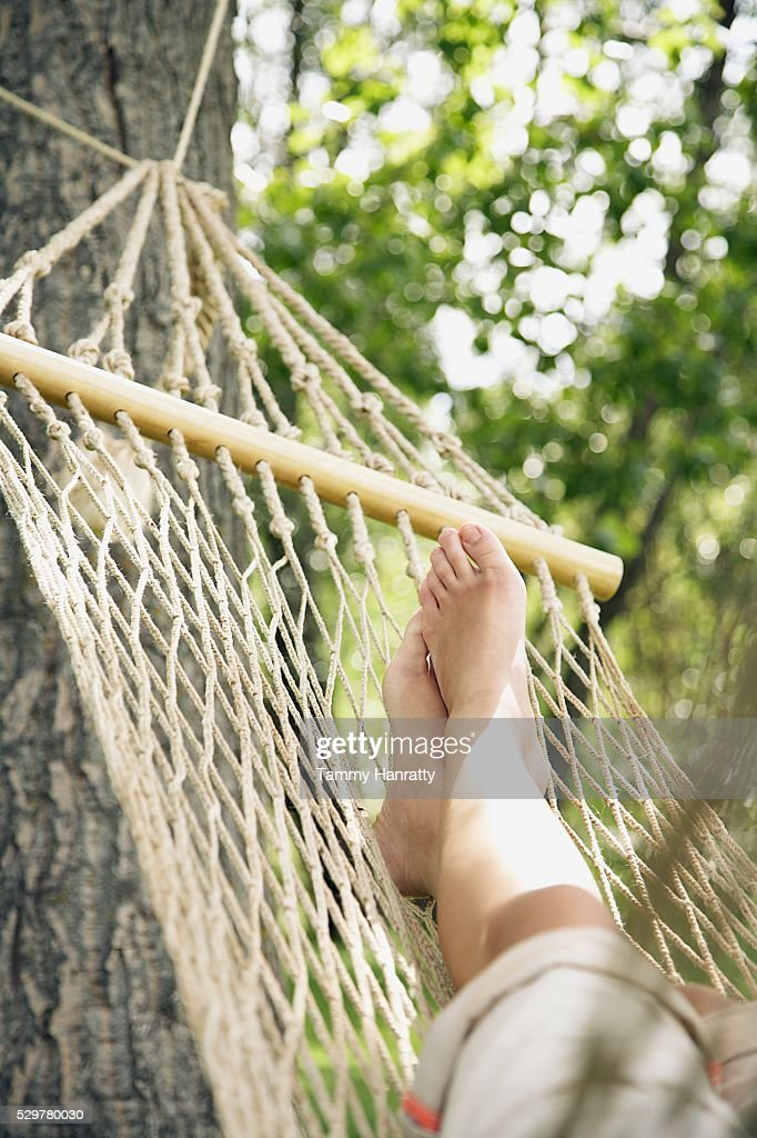 Woman relaxing on hammock : Stock-Foto