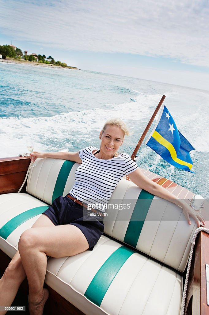 Woman relaxing on motorboat : ストックフォト