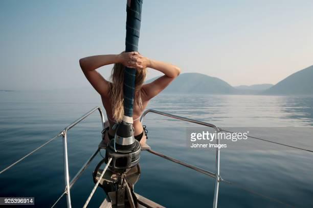 woman relaxing on yacht - mittelmeer stock-fotos und bilder