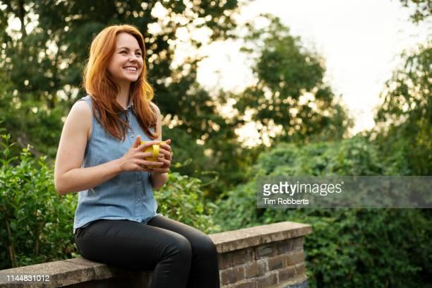 woman relaxing with mug of tea - pessoas serenas - fotografias e filmes do acervo