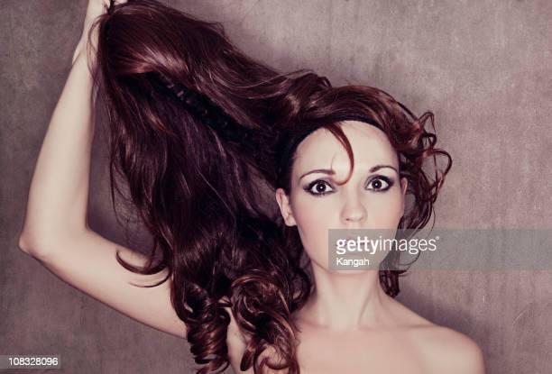 Frau entfernen Perücke