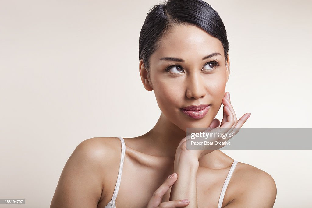 Woman resting her chin on her palm : Stock Photo