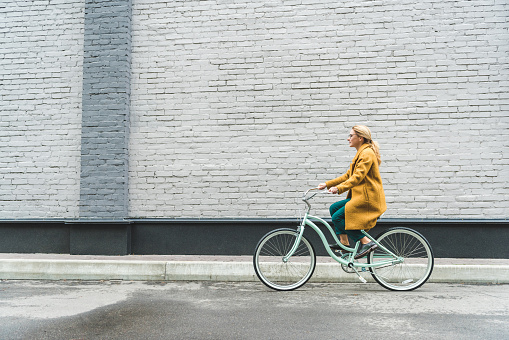 woman riding bicycle 915819134