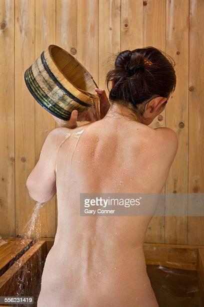 woman rinses in hot bath - gunma - fotografias e filmes do acervo