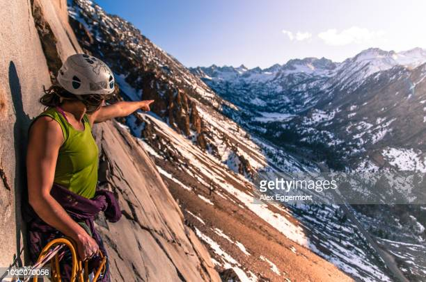 woman rock climbing, cardinal pinnacle, bishop, california, usa - felsspitze stock-fotos und bilder