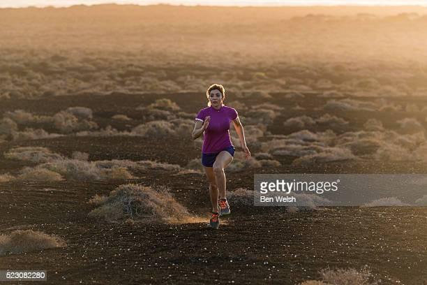 woman running at isla graciosa, lanzarote, canary islands, spain - isla de lanzarote fotografías e imágenes de stock