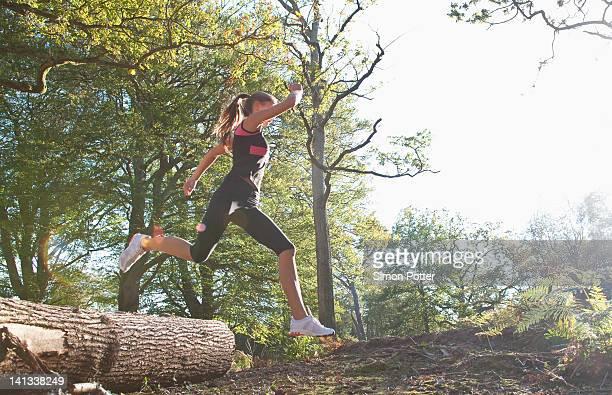 woman running in park - verdecktes gesicht stock-fotos und bilder