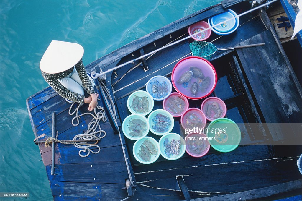 Woman Selling Crabs on Boat : Foto stock