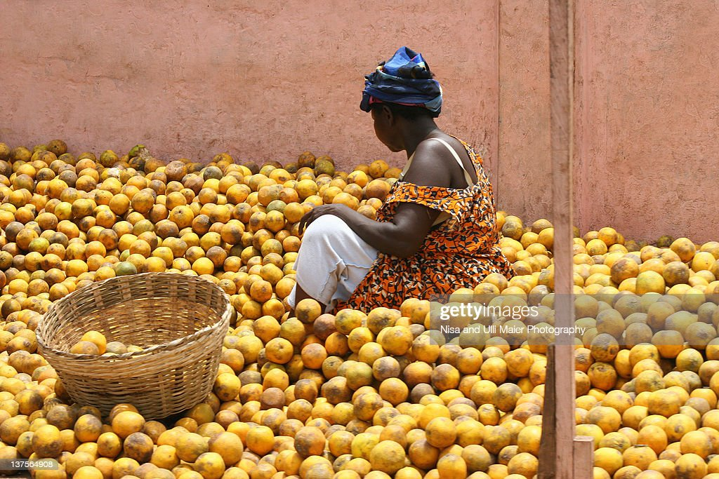 Woman selling oranges at market in Ghana : Stock Photo