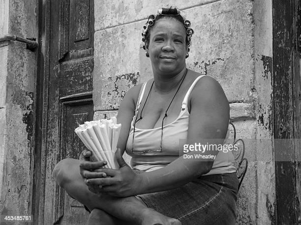 CONTENT] Woman selling peanuts on Havana sidewalk