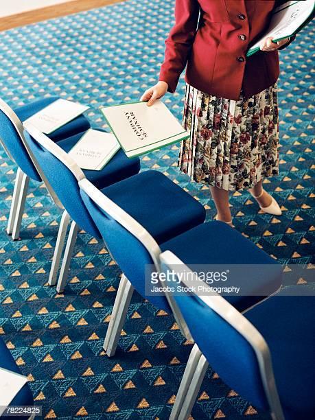 woman setting up booklets for seminar - parte inferior imagens e fotografias de stock