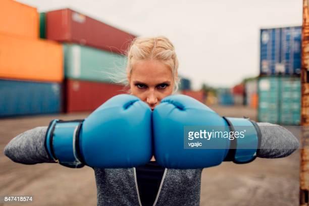 シャドーボクシング女性