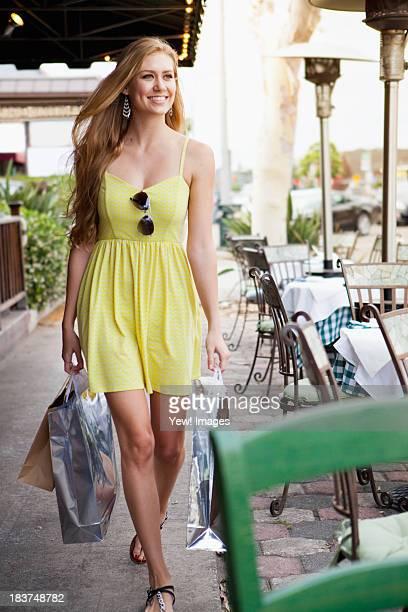 Woman shopper alongside pavement caf?