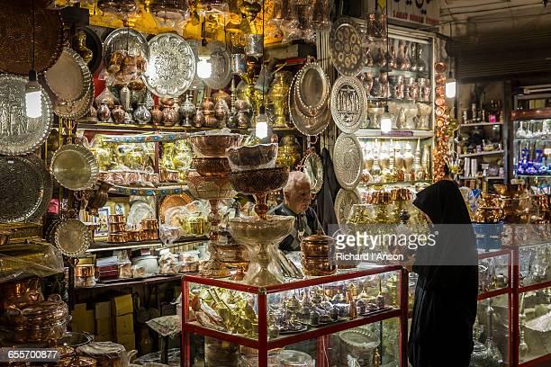 woman shopping at great bazaar (bazar-e bozorg) - isfahan stock-fotos und bilder