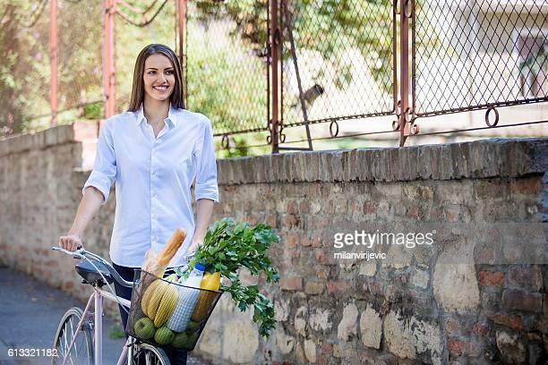 Frau shopping für Lebensmittel