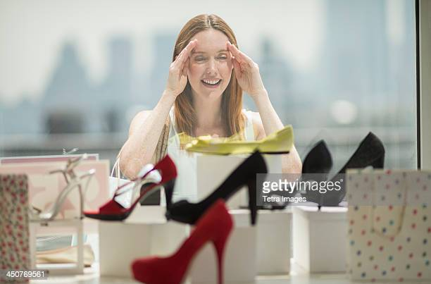 woman shopping for shoes - nette schoen stockfoto's en -beelden