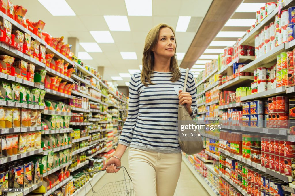 naked-girl-in-supermarket