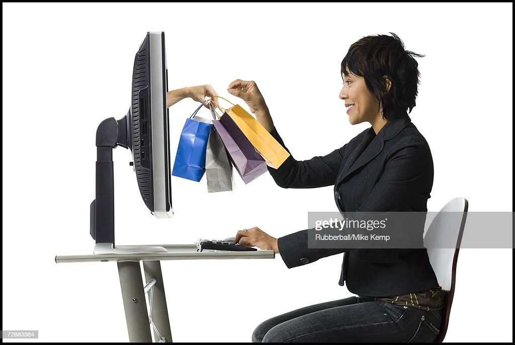 Woman shopping online : Bildbanksbilder