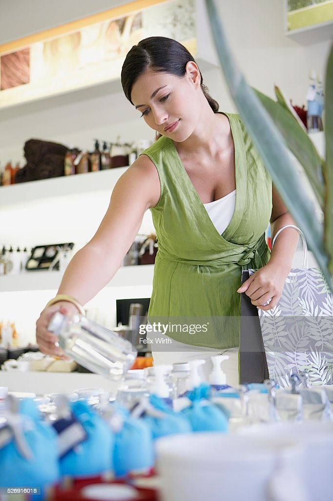 Woman shopping : Stockfoto