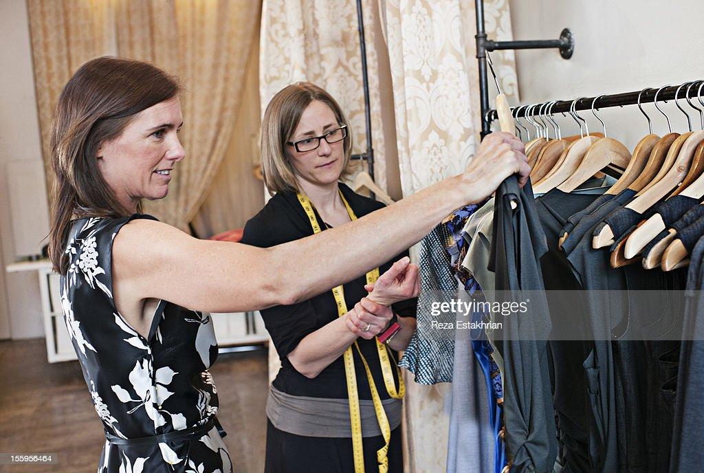 Woman shops for dress : ストックフォト