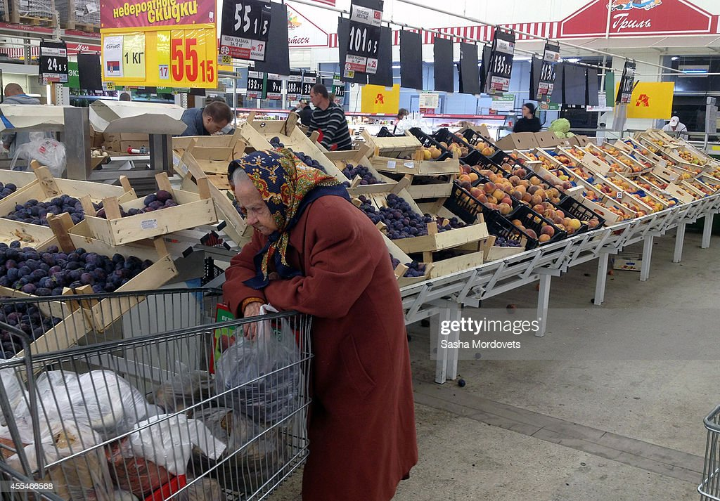 A woman shops for peaches from Serbia and Nectarines from the Republic of Macedonia in an Auchan store September 14, 2014 in Moscow, Russia. The Russian government has banned fruits and vegetables imports from European Union countries in response to Western sanctions imposed over the Ukrainian crisis.