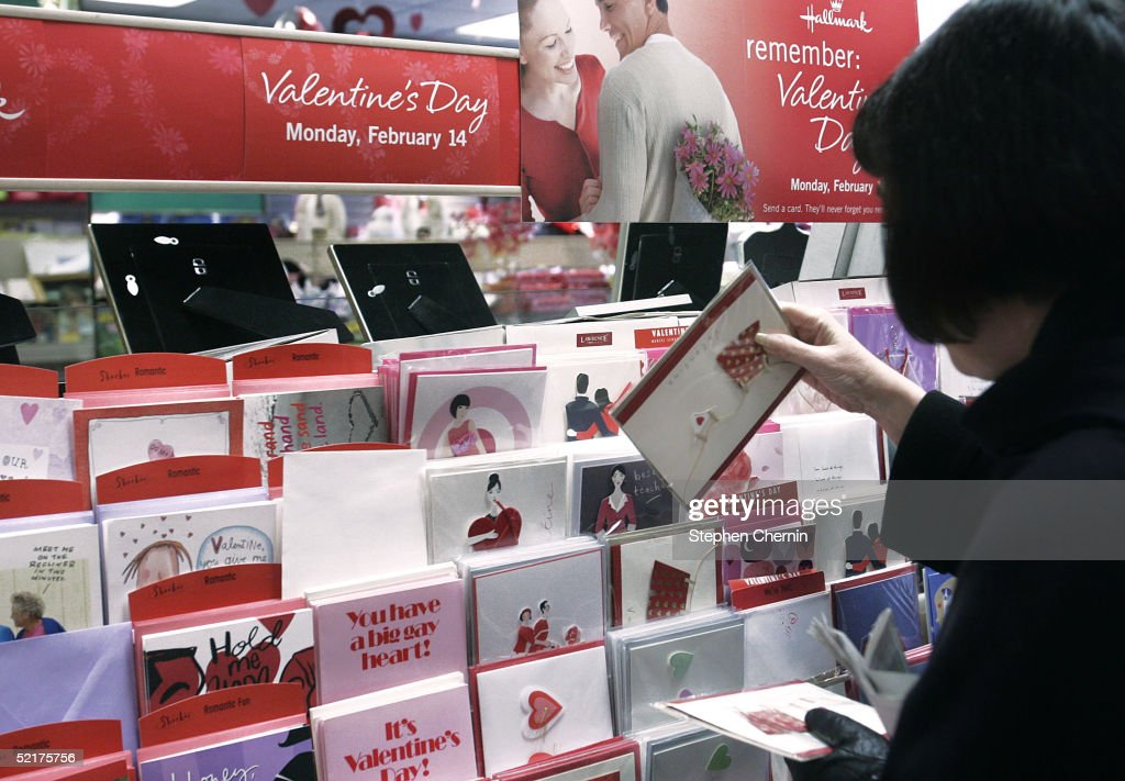 Shoppers Prepare For Valentines Day : News Photo