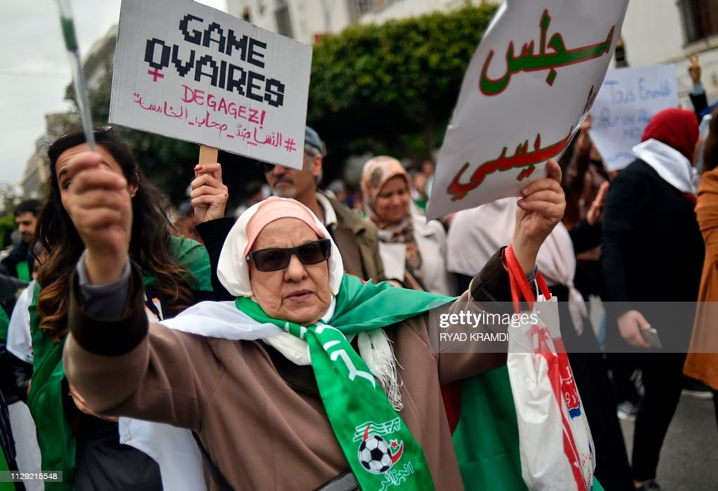 TOPSHOT-ALGERIA-POLITICS-VOTE-DEMO : News Photo
