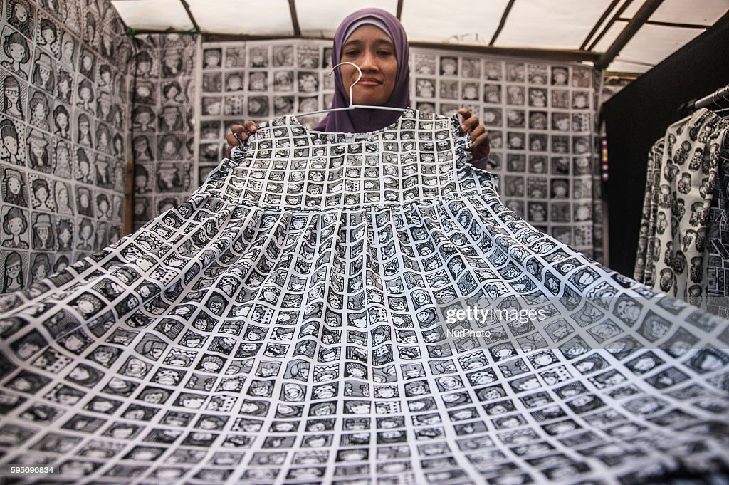 A woman show local product in event Yogyakarta Art Festival, Yogyakarta, Indonesia, on August 22, 2016. Yogyakarta Art Festival show creative industry such as local product like a bag doodle art, art from paper and souvenir aims to showcase the work of artist in Indonesia, especially in Yogyakarta
