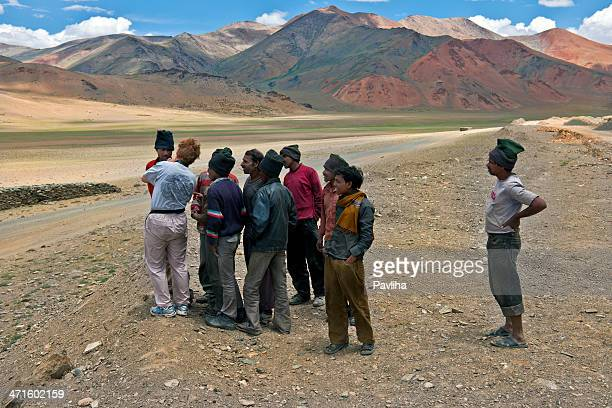 woman showing photographs to indian men on more plains india - pavliha stock photos and pictures