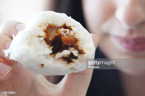 woman showing sweet pork inside soft white bun - lifeispixels stock pictures, royalty-free photos & images