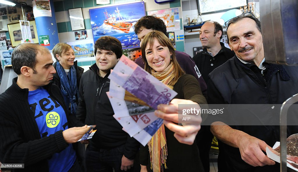 FRANCE-BASQUE-CURRENCY-FEATURE : Fotografia de notícias