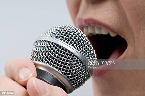Frau singen