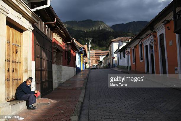 A woman sits on the day of the referendum on a peace accord to end the 52yearold guerrilla war between the FARC and the state on October 2 2016 in...
