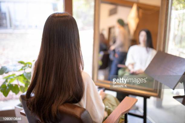 woman sitting in beauty salon - straight hair stock pictures, royalty-free photos & images