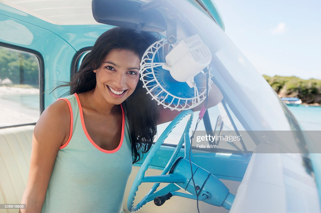 Woman sitting in car on beach : Foto de stock