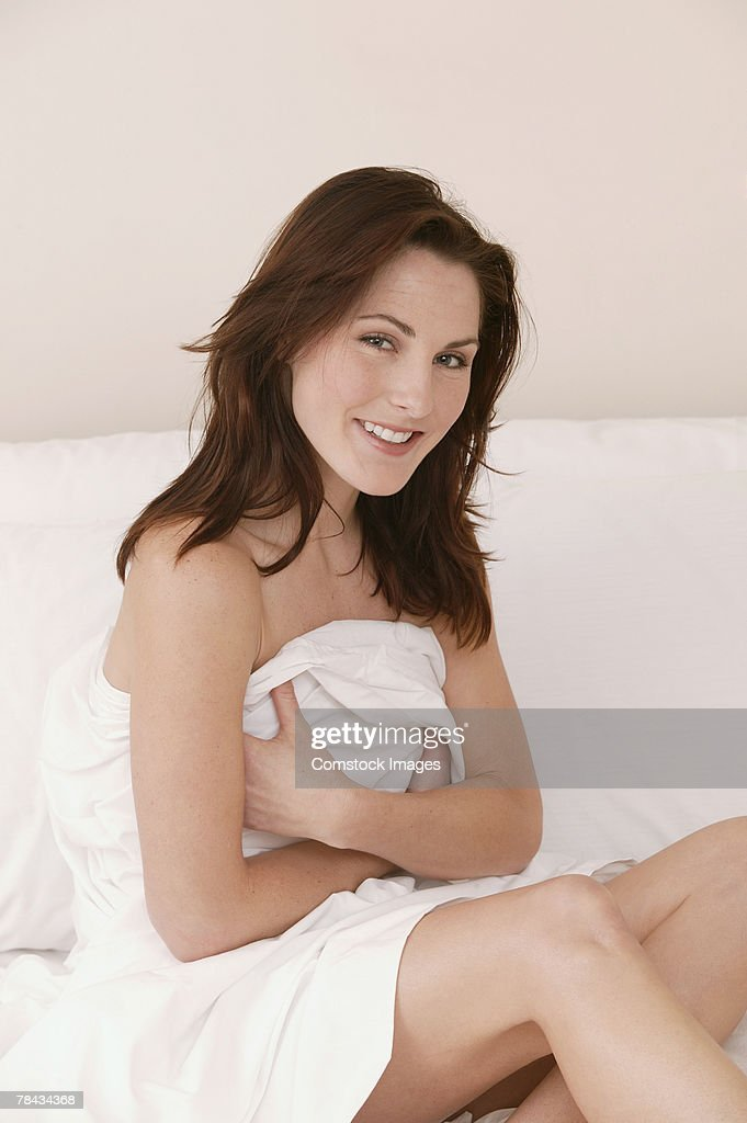 Woman sitting on bed : Stockfoto