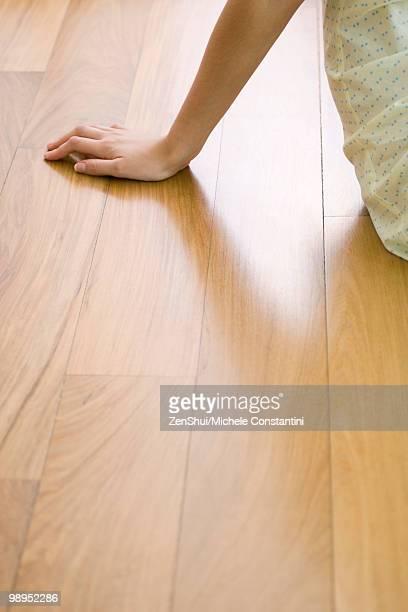 woman sitting on hardwood floor, cropped - appoggiarsi foto e immagini stock