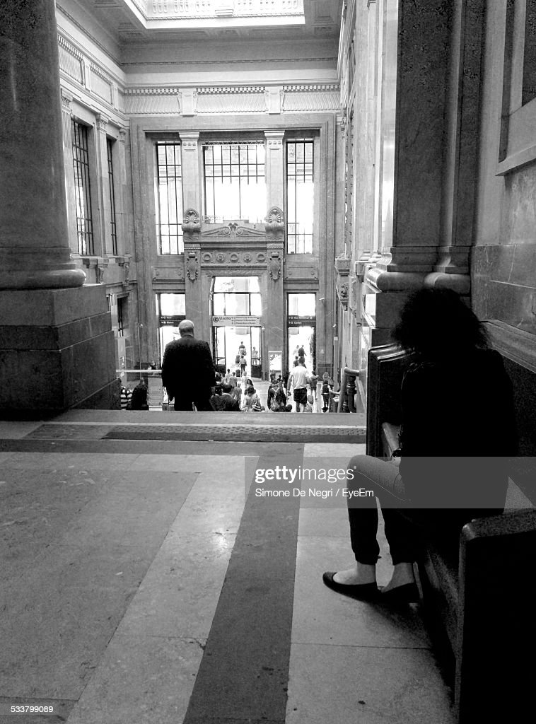 Woman Sitting On Marble Bench In Old Fashioned Building : Foto stock