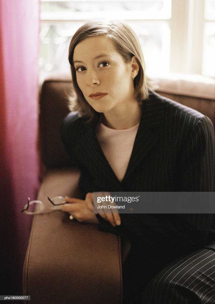 Woman sitting on  sofa, portrait : Stockfoto