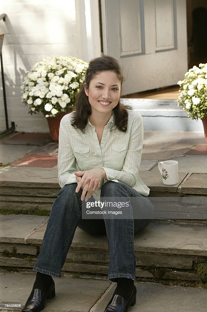 Woman sitting on steps : Stockfoto