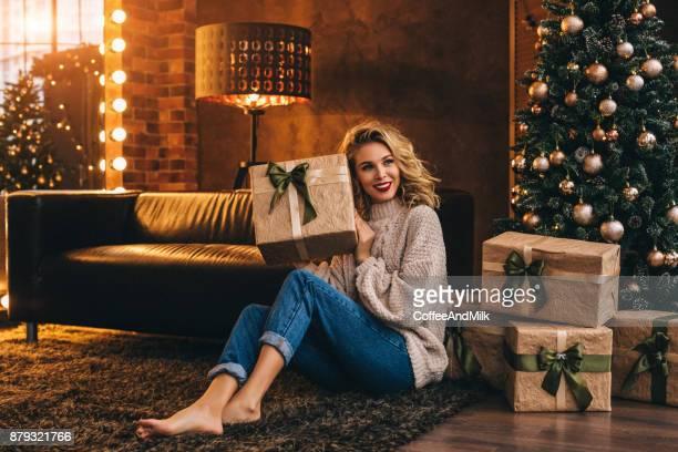 Femme assise sur le sol Sylvestre