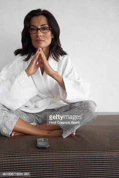 woman sitting with mobile phone, portrait - heidi coppock beard stock-fotos und bilder