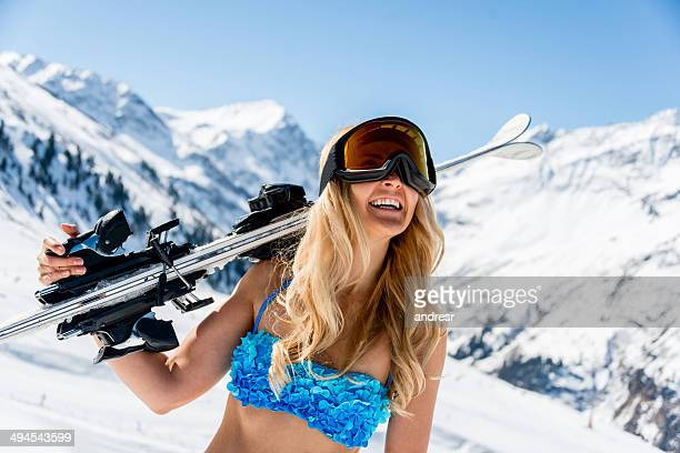 femme ski au printemps - maillot de bain photos et images de collection