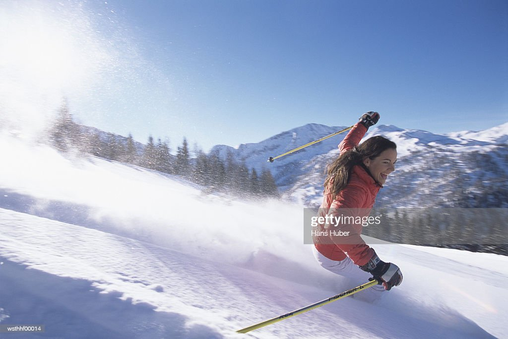 Woman skiing on slope : Stockfoto