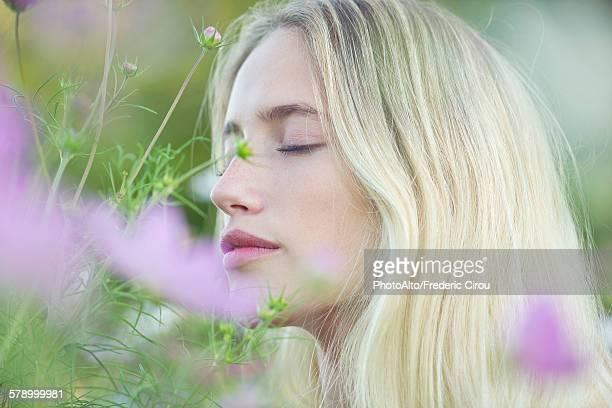 woman smelling flowers - schöne natur stock-fotos und bilder