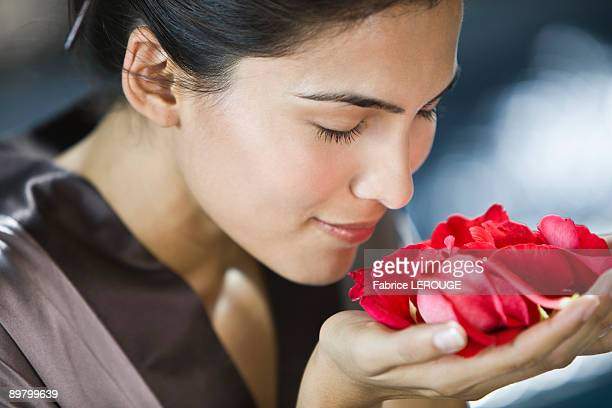 woman smelling rose flowers - 鼻 ストックフォトと画像