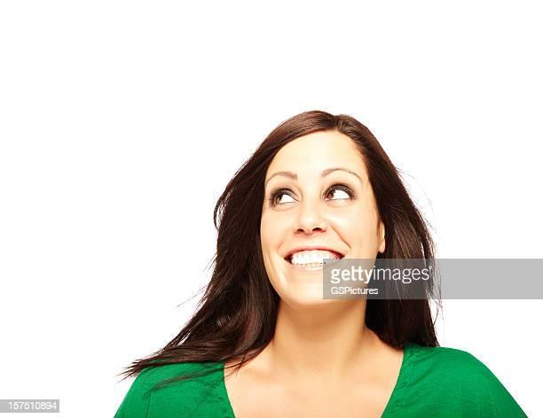 Frau Lächeln und Blick nach oben